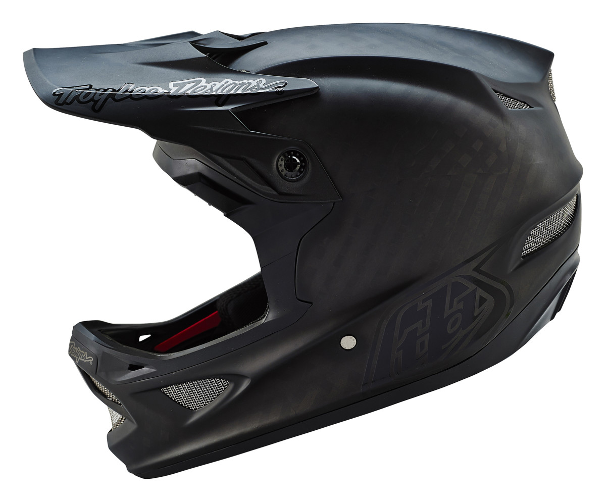 The D3 is the benchmark of MTB Full Face Racing helmets, and the bar is set very high with it